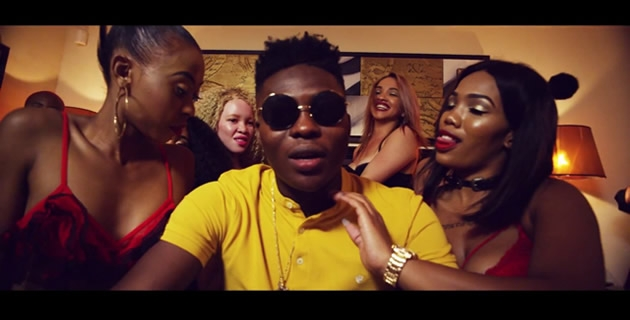 <h3>REEKADO BANKS IS A POLICEMAN STUCK WITH SCANTILY CLAD WOMEN IN 'PULL UP' VIDEO</h3><br />Mavin Records superstar singer Reekado Banks is a policeman stuck with scantily cladded women in 'Pull Up' video.